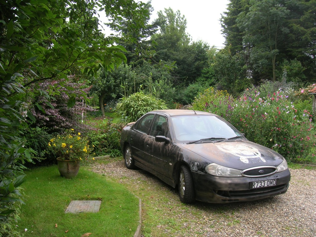 """""""What a pretty garden, but what an ugly car"""""""
